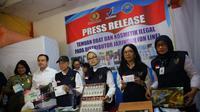 Ketua BPOM Penny K. Lukito dalam konferensi pers penyitaan obat injeksi ilegal di Semarang, Kamis (31/5/2018). (Foto: Dok. BPOM)