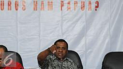 Pengamat Hukum Universitas Cenderawasih, Martinus Yaung menyampaikan keterangan saat diskusi di Komnas HAM, Jakarta, Jumat (4/3/2016). Diskusi membahas sejumlah pelanggaran HAM yang terjadi di Papua. (Liputan6.com/Helmi Fithriansyah)
