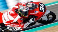 Mario Suryo Aji, pembalap AHRT yang saat ini berlaga di CEV Moto3 Junior World Championship. (Dok. AHM)