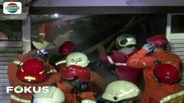 Saat kejadian, tujuh orang penghuni rumah yang sempat terjebak akhirnya berhasil menyelamatkan diri.