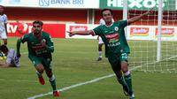 Gelandang PSS, Ichsan Pratama (kanan). (Bola.com/Ronald Seger Prabowo)