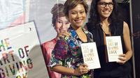Nila Tanzil dan Butet Manurung membawakan peluncuran buku mengenai seni berbagi di Matraman, Jakarta Timur. (dok. liputan6.com/Esther Novita Inochi).