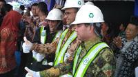 Menteri Kelautan dan Perikanan (MKP) Susi Pudjiastuti melakukan peletakan batu pertama (groundbreaking) Pasar Ikan Modern (PIM) Muara Baru, Jakarta, pada Kamis (8/2/2018). (Liputan6.com/achmad Dwi Apriyadi)