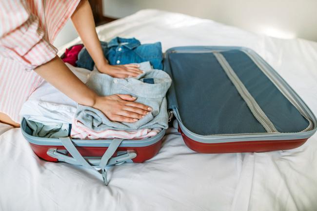 Hindari membawa pakaian tebal terlalu banyak agar tidak memakan tempat/copyright shutterstock.com