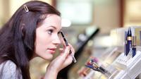 Ini Dia Bahaya Kosmetik Bagi Kulit Anda (Peter Bernik/Shutterstock)