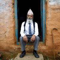 Usai istrinya meninggal dunia, kakek ini memutuskan untuk kembali masuk sekolah. Kenapa?   via: telegraph.co.uk