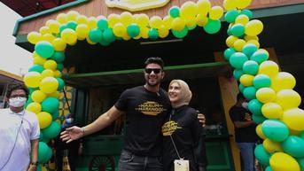 Ammar Zoni dan Irish Bella Jualan Sate Maranggi