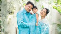 Kahiyang Ayu bersama Bobby Nasution dan Sedah Mirah Nasution saat pemotretan jelang kelahiran anak mereka yang kedua (Dok.Instagram/@dierabachir/https://www.instagram.com/p/CDcuIciHgbb/Komarudin)