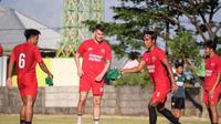 PSM Makassar menggelar latihan perdana untuk mempersiapkan diri menatap Liga 1 2021/2022 di Lapangan Bosowa Sport Centre, Kamis (3/6/2021) sore WIT. (Bola.com/Abdi Satria)