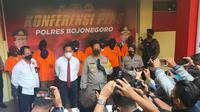 Polisi menangkap 9 pengeroyok hingga tewas di Bojonegoro (Ahmad Adirin/Liputan6.com)