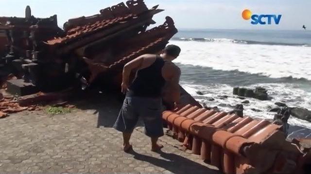 Diterjang Ombak Besar, Pura di Gianyar Roboh