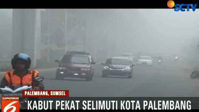 Untuk menghindari terjadinya kecelakaan, pengguna jalan harus menyalakan lampu kendaraan dan berjalan lebih berhati-hati.