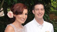 Jalani  penikahan jarah jauh, pasangan suami istri ini akhirnya memiliki anak