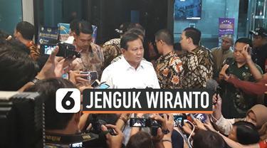 Ketua Umum Partai Gerindra Prabowo Subianto jenguk Menteri Koordinator Politik Hukum dan Keamanan (Menko Polhukam) Wiranto di Rumah Sakit Pusat Angkatan Darat (RSPAD) Gatot Soebroto, Jakarta Pusat. Wiranto diserang terduga teroris dan terkena luka tu...