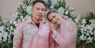 Kalina Oktarani dan Vicky Prasetyo, setelah melewati berbagai problema akhirnya mengumumkan soal pernikahan mereka. Sempat tertunda karena belum mengantongi restu, kini keduanya dipastikan menikah pada 13 Maret 2021 mendatang. (Instagram/vickyprasetyo777)