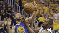 Boris Diaw saat melawan Golden State Warriors pada babak Semifinal NBA, Senin (8/5/2017) (AP Photo/Rick Bowmer)