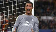 Real Madrid's Cristiano Ronaldo reacts during the match against AS Roma. REUTERS/Alessandro Bianchi