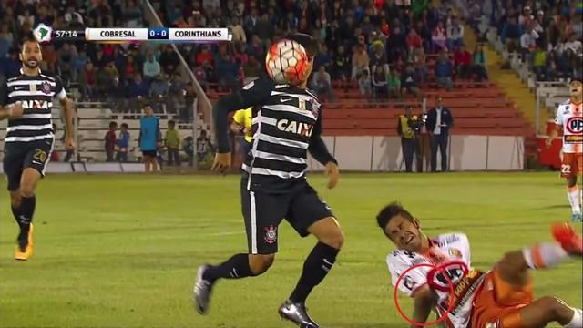 Jonathan Benitez mengalami cedera mengerikan saat Cobresal bertemu dengan Corinthians di Copa Libertadores