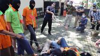Rekonstruksi pengeroyokan Anggota TNI oleh Rinto Cs (Arfandi Ibrahim/Liputan6.com)