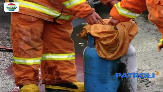 Tabung gas 12 kg di sebuah rumah makan di Cirebon meledak saat tengah dilakukan penggantian. Akibatnya enam karyawan rumah makan alami luka bakar.
