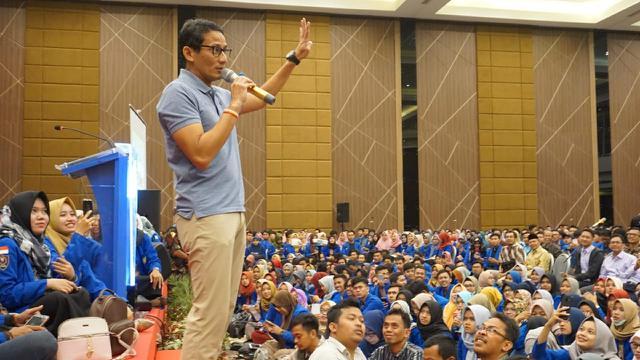 Sandiaga S Uno mengisi kuliah umum yang digelar UMP Purwokerto. (Liputan6.com/Galoeh Widura)