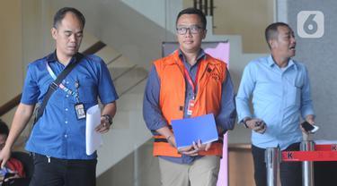 Mantan Menteri Pemuda dan Olahraga Imam Nahrawi (tengah) bersiap menjalani pemeriksaan di Gedung KPK, Jakarta, Kamis (21/12/2019). Imam menjalani pemeriksaan lanjutan sebagai tersangka dalam kasus dugaan suap dana hibah dari pemerintah terhadap KONI melalui Kemenpora. (merdeka.com/Dwi Narwoko)
