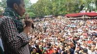 Calon presiden Joko Widodo menggelar kampanye di lapangan Situ Buleud Kota Purwakarta, Jawa Barat, Selasa (17/6/14). (Liputan6.com/Herman Zakharia)