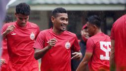 Pemain Persija Jakarta, Ramdani Lestaluhu, saat mengikuti latihan perdana di Lapangan National Youth Training Centre (NYTC), Depok, Senin (1/3/2021). Sebanyak 23 pemain mengikuti latihan untuk persiapan Piala Menpora 2021. (Dokumentasi Persija)