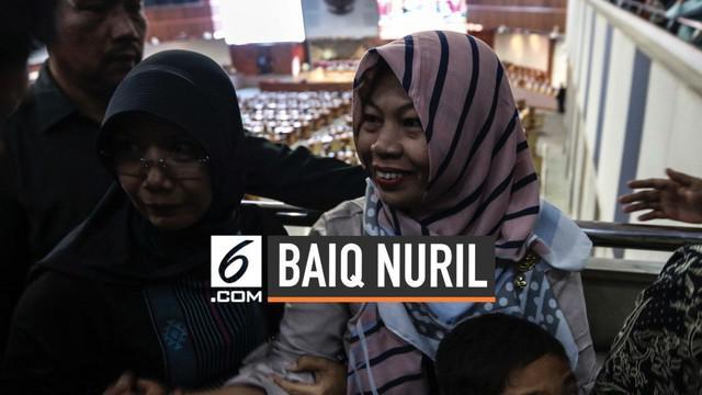 Baiq Nuril langsung melakukan sujud syukur usai mendengar ketukan palu sidang paripurna DPR yang secara sah memberikan amnesti kepada dirinya.