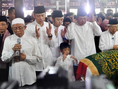 Ma'ruf Amin Pimpin Salat Jenazah Ani Yudhoyono