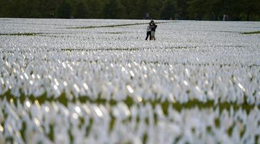 FOTO: Ratusan Ribu Bendera Putih Tandai Korban Tewas karena COVID-19 di AS
