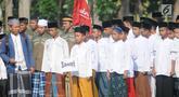 Santri Kota Tangerang Selatan mengikuti apel untuk memperingati Hari Santri Nasional di lapangan Pesantren AL-Amanah AL-Gontroy, Pondok Aren, Senin (22/10). Acara tersebut dalam rangka memperingati Hari Santri Nasional ke-3. (Merdeka.com/Arie Basuki)