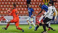 Inter Milan harus puas bermain imbang 1-1 kontra Spezia pada laga pekan ke-32 Serie A di Stadio Alberto Picco, Kamis (22/4/2021) dini hari WIB. (AFP/Andreas Solaro)