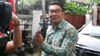 Gubernur Jawa Barat Ridwan Kamil usai mengunjungi kediaman calon wakil presiden nomor urut 01 Ma'ruf Amin di Jalan Situbondo, Menteng, Jakarta Pusat, Selasa (12/2). (Liputan6.com/Immanuel Antonius)