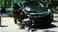 Mobil Iring-iringan Sultan Hamengkubuwono X mengalami kecelakaan. (Liputan6.com/Yanuar H)