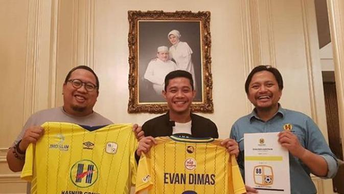 Evan Dimas Darmono resmi bergabung dengan Barito Putera. Evan Dimas dikontrak satu tahun. (foto: instagram.com/psbaritoputeraofficial)