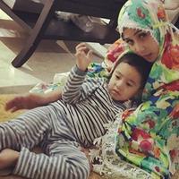 Beradad di pangkuan Nagita Slavina, Rafatahar Malik Ahmad minta didoakan menjadi anak yang saleh (Instagram/@raffinagita1717)