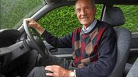 Di Inggris, pengemudi berusia 70 ke atas mencapai 4,3 juta orang. Meskipun memiliki masalah sendiri, tetapi mereka tidaklah berbahaya (Foto: Dailymail).