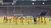 Tim Sriwijaya FC berlatih sekaligus uji coba lapangan Stadion Utama Gelora Bung Karno, Senayan, Jakarta, Sabtu (17/10/2015) pagi WIB. (Bola.com/Nicklas Hanoatubun)