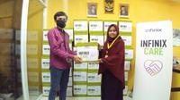 Vendor smartphone Infinix mendonasikan bantuan sembako kepada anak yatim (Foto: Infinix)