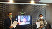 Tim Lawyer Ihza & Ihza Lawfirm yaitu Gugum Ridho Putra dan Muhammad Dzul Ikram bersama Yusril Ihza Mahendra yang bergabung secara daring dalam press conference terkait kasus pelanggaran TSM Pilkada Bandar Lampung, Kamis (14/1/2021). (Ist)