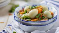 Telur puyuh merupakan makanan bergizi tinggi. Bagaimana bila dijadikan sup yang hangat?
