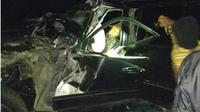 Kecelakaan si Tol Sumo, Istri dan Ajudan Kapolres Tulungagung Meninggal Dunia. (Liputan6.com/Dian Kurniawan)