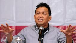 Ketua Komite Ekonomi dan Industri Nasional (KEIN), Soetrisno Bachir menyampaikan presentasi saat menjadi pembicara kunci pada Workshop di Bogor, Sabtu (13/8/2016). Workshop mensosialisasikan Tupoksi dan program KEIN. (Liputan6.com/Helmi Fithriansyah)