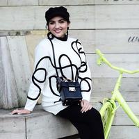 Ini gaya Ashanty saat liburan yang mengenakan sweater ditambah dengan aksesoris topi dan anting yang simpel. (Liputan6.com/IG/ashanty_ash)