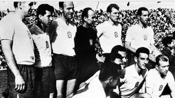 Kesebelasan Ceko berpose sebelum berlaga di pertandingan final Piala Dunia FIFA 1962 di Chili (fifa.com)