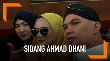 Ahmad Dhani jalani sidang lanjutan kasus pencemaran nama baik di Pengadilan Negeri Surabaya Jawa Timur, Selasa (5/3). Kali ini dihadiri oleh sang istri, Mulan Jameela.