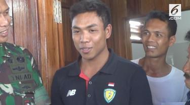 Lalu Muhammad Zohri pulang kampung setelah selesai membela timnas Indonesia pada Asian Games 2018. Zohri sedih karena kondisi kampungnya yang hancur akibat gempa Lombok.