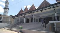 Masjid Sokambang pernah menjadi tempat persinggahan bagi raja-raja.