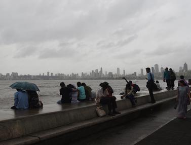 India Bersiap Hadapi Badai Siklon Vayu
